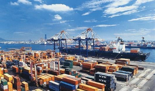长滩港打破集装箱年吞吐量纪录